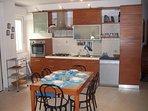 PIANO TERRA - ( Cucina attrezzata con Forno- Lavastoviglie-Frigo/Freezer- Cucina 4 fuochi etc...