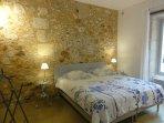 La chambre et son lit de 180x200