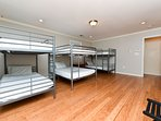 Elite Sleep 365 Luxurious House Single bed in Mens only shared room (Bunk Bed 2)