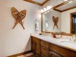 19-Highlands-Slopeside-212-Bathroom-A1.jpg