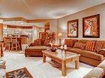02-Highlands-Lodge-206-Living-2.jpg