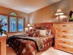 11-Highlands-Lodge-206-Bed-B1.jpg