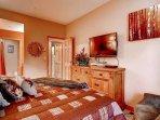 12-Highlands-Lodge-206-Bed-B2.jpg