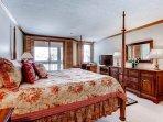 13_Kiva-432_master-bedroom-2.jpg