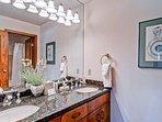 18-EastWestResorts_HS509_Bathroom3.jpg