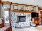 03_Highland-Lodge-308_fireplace.jpg
