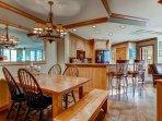 07-Highland-Lodge-308_dining.jpg