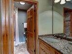 15-Highland-Lodge-308_bathroom-3.jpg