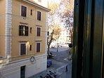 Affaccio sulla Piazza Testaccio (finestra del soggiorno)