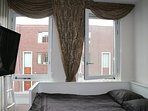 Bed cosy room 160x200 double bed with big tv and free Netflix