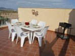 Roof terrace dining / BBQ area