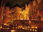 La nuit du patrimoine en septembre. Toute la ville est éclairée à la bougie.