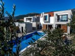 Wonderful vacation house with a pool, Kastela