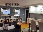 Espacioso salón con cocina integrada