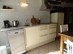 De keuken is uitgerust met alle benodigde apparatuur.