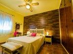Habitación 3, una cama matrimonio y cuna
