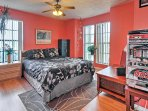 Those sharing this room will also enjoy a queen bed.