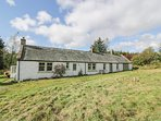GLENWHARRIE COTTAGE, stunning countryside views, excellent decking area, family