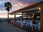 B-takora bar restaurante junto al mar a 50 metros del apartamento