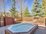 Enjoy the beautiful mountain paradise of Breckenridge in this 2-bedroom, 2-bathroom vacation rental condo, with access...