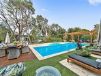 AWARD WINNING HEATED PRIVATE POOL. CLOSE TO BEACHES, HOT SPRINGS,GOLF COURSE, WINERIES, SHOPS, CAFES