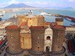 Sei a 1 Km da Castel Nuovo o Maschio Angioino, simbolo delle citta'.