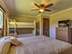 The property accommodates up to 6 guests.