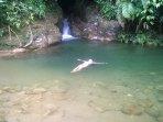 Esta es la piscina de la Cueva de Morgan San Rafael. Inmersión y aislamiento en un lugar mágico !