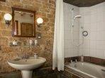 Chestnut Cottage en-suite bathroom
