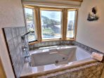 Jacuzzi with privacy and a fabulous view.