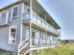 The Arbor House is a Yachats landmark, perched on a seaside bluff, there is room for up to 16 guests!.
