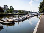 The nearby town of Kingsbridge offers an array of shops, cafes and restaurants