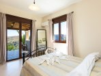 Bedroom with double bed,  air-condition, closet & access to veranda