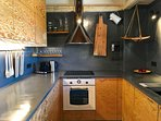 Modern, functional, fully equipped kitchen