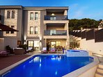 VILLA BANE- private 32m2 heated pool with jacuzzi, gym & 5 bedrooms with ensuite