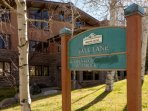 You will love the convenience of Apsenwood, close to skiing and great restaurants in Snowmass Village.