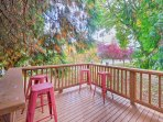 A quiet and calm perch for morning coffee, the front deck is sure to be a favorite morning hangout during your Pacific...