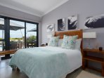 Boutique room 2: The  Cape Sugarbird ..en suite..