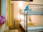 Bunkbeds, ideal for the children, single bed as well in this room