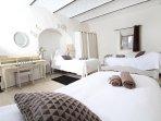 Chambre Voutine (3 lits simples + bureau)
