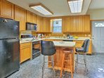Have a quick snack at the 3-person breakfast bar.