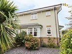 6 SIGNALS COURT, enclosed garden, close to the beach, cosy getaway, in Scalby