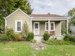 Country Charm 2BR w/ Front Porch, Spacious Yard & Fire Pit—Near Downtown