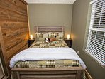 Downstairs spare bedroom with queen bed.