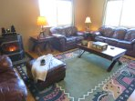 SPACIOUS LIVING ROOM FURNISHED WITH A LEATHER FURNITURE SET