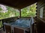 Oakridge Cabin Exterior Hot Tub