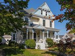 Blue View Victorian-Charming 4 Bedroom South Haven Home-Park & Walk to the Beach