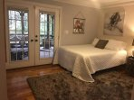 Master bedroom, Queen bed with 1800 thread ct bedding