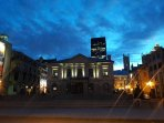 Within walking distance: Old Montreal (25 mins/3 metro stops/10 mins on St Laurent bus)