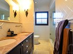 Shared bathroom for the last 2 bedrooms